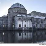 مسجدی در آلبانی وسط دریاچه
