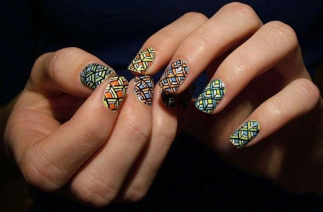 طراحی های زیبا روی ناخن