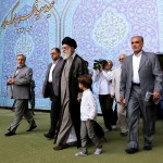 نوه رهبر معظم انقلاب در نماز عید فطر