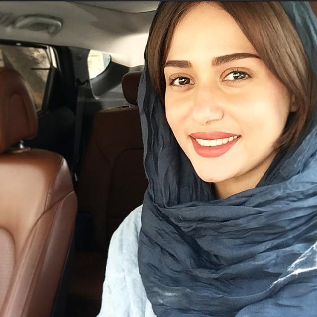 عکس زیبای پریناز ایزدیان در کنار خواهر زاده اش