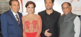 محمد رضا گلزار در کنار بازیگر هندی