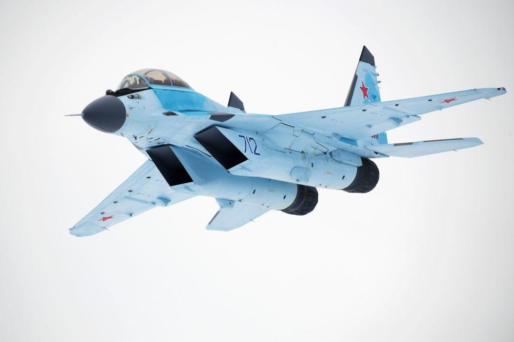 تحویل شاهین ترازو به ارتش سرخ (میگ 35)