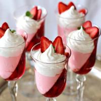 طرز تهیه ی دسر توت فرنگی بستنی / دسر خنک تابستانی