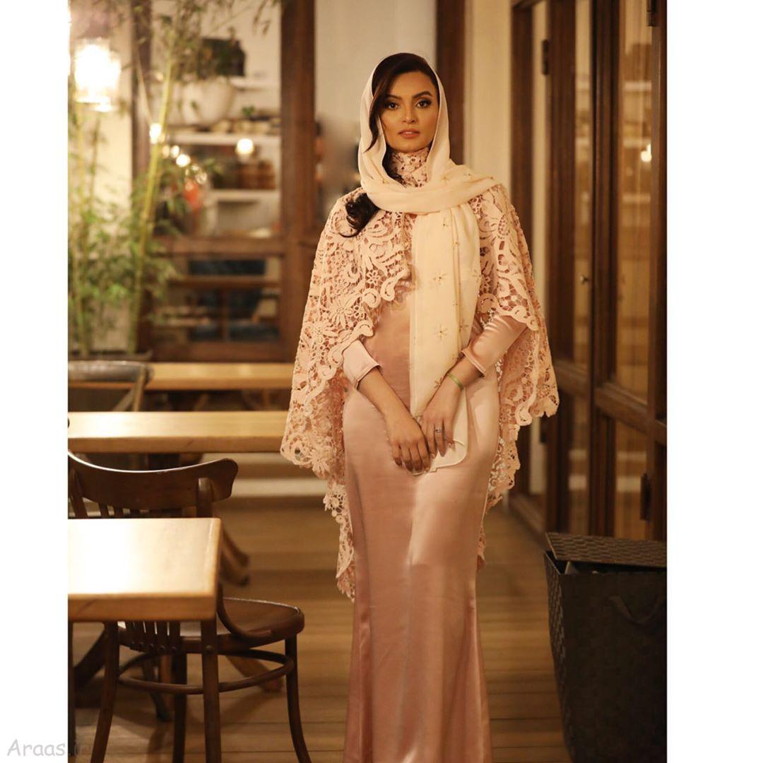 عکس جدید نیلوفر پارسا با لباس زیبایش