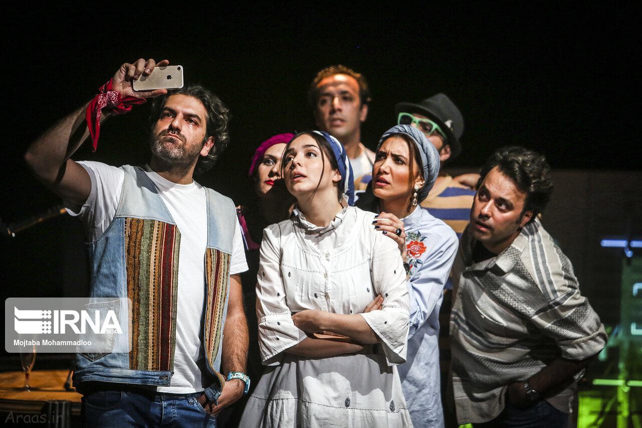 المیرا دهقان در نمایش نیمه تاریک ماه