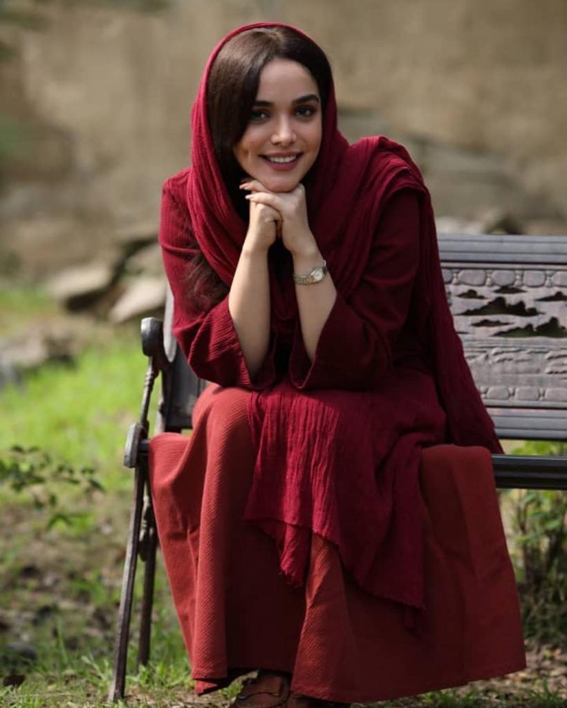 بیوگرافی سارا باقری